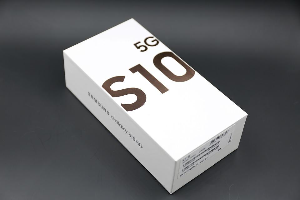 كيفية استخدام الشحن اللاسلكي علي هاتف Samsung S10